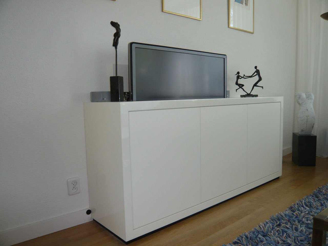 meubel met tv lift ronald schouwink. Black Bedroom Furniture Sets. Home Design Ideas